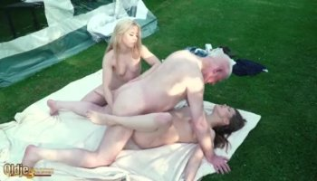 Mandy Bright feels satisfied of torturing a hottie babe